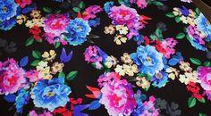 Coupon tissu jersey polyester fond noir à motif floral *** 1.60 mètres *** rfc2365