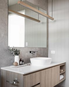 How do you create a designer look without squeezing too many features into one space? 🤷🏼♀️ Choose 2 - 3 main features, and stay true to a… Master Bathroom Vanity, Modern Bathroom Tile, Bathroom Tile Designs, Modern Bathroom Design, Bathroom Interior, Small Bathroom, Modern Bathrooms, Minimalist Bathroom, Bathroom Layout