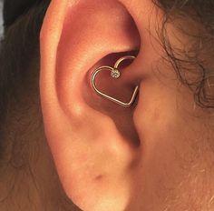 Stylish Ear Piercing Ideas To Make All Girl Look Stunning Piercing Tattoo, Daith Piercing Schmuck, Cartilage Piercings, Daith Heart Piercing, Inner Ear Piercing, Pretty Ear Piercings, Body Piercings, Tongue Piercings, Ear Jewelry