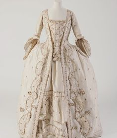 Gorgeous 18th century French dress
