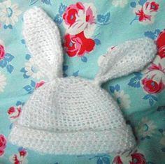 Baby Bunny Hat (free crochet pattern)