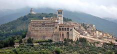 … to vist Assisi, Italy. It's beautiful! It's Italy! I don't need any more reason. . … visitar Assisi, Itália. É linda! É Itália. Não preciso de mais razões. all images via Google