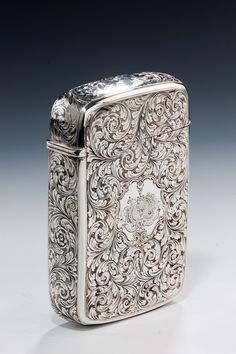 if i were an alpha male, i'd definitely have one of these bad boys tucked away in my undie drawer. Old School Style, Cool Lighters, Cigar Cases, Cigar Accessories, Good Cigars, Pipes And Cigars, Oldschool, Metal Engraving, Silver Work