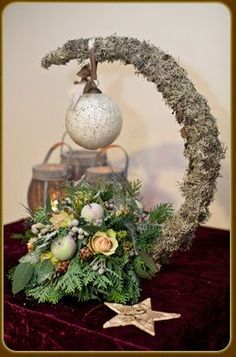 Crescent moon centerpiece with ornament: