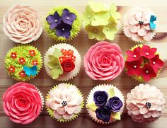 mini flowered cupcakes