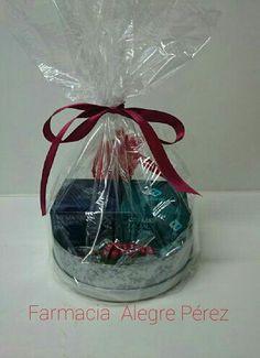 Gift box navideña con productos Farline