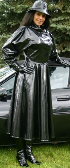 I love the full skirt of this rubber coat! Latex Fashion, 70s Fashion, Womens Fashion, Long Raincoat, Mode Latex, Black Mac, Rubber Raincoats, Rainy Day Fashion, Sexy Boots