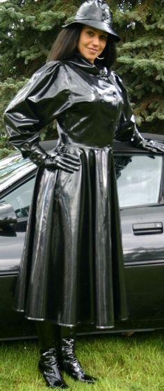 I love the full skirt of this rubber coat!