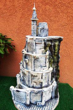 Minas Tirith wedding caka by Lucie Velechovská - http://cakesdecor.com/cakes/238628-minas-tirith-wedding-caka