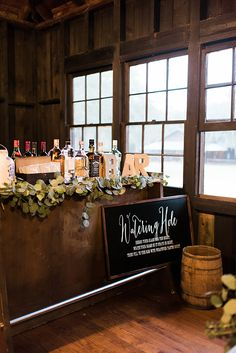 Reception watering hole |  Molliner Photography