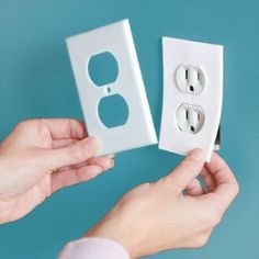 Install foam gaskets behind your electrical outlets and light switches – it will help reduce air leaks through even the smallest gaps and cracks Energy Saving Tips, Saving Ideas, Save Energy, Home Repairs, Home Ownership, Diy Home Improvement, Home Hacks, Clean House, Home Projects