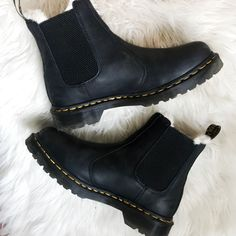 Doc Martens have been in style for almost 60 years, discover what made them so popular. We also discuss how to wear them in style! Doc Martens Style, Doc Martens Boots, Red Doc Martens, Sock Shoes, Cute Shoes, Me Too Shoes, Shoe Boots, Shoe Bag, Shoe Company