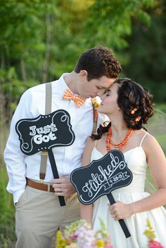 Just Got Hitched chalkboard signs http://www.weddingchicks.com/2013/08/20/button-wedding-inspiration/