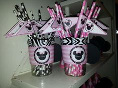Minnie mouse party straws.