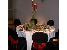 Decoración boda navideña en blanco, rojo y negro