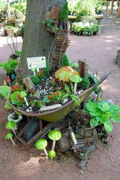 hermoso jardín  en la carretilla