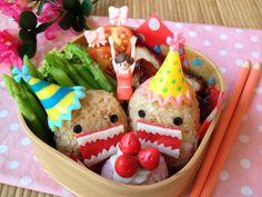 DOMO KUN BENTO http://en.bentoandco.com/blogs/news/10106677-domo-kun-sushi-bento
