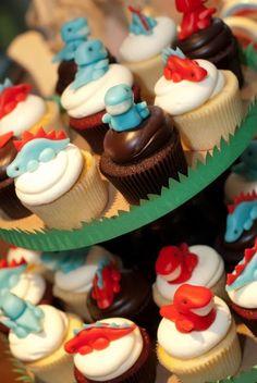 Easy dinosaur cake and mini cupcakes Dinosaur Birthday Party, Birthday Parties, Birthday Ideas, Birthday Fun, Dinasour Birthday, Park Birthday, Fondant Cupcake Toppers, Cupcake Cakes, Cup Cakes
