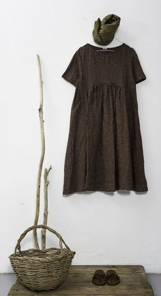 With apologies to the designer, this is similar to the dress Lelet winds up wearing through most of book apuntob summer 2014 Mode Cool, Mode Plus, Moda Casual, Girl Fashion, Womens Fashion, Style Fashion, Couture, Mori Girl, Linen Dresses