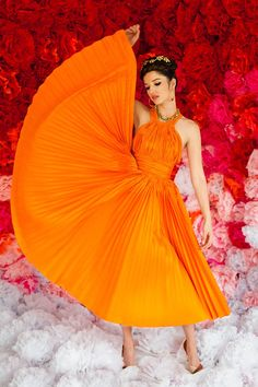 Orange Dress---I want one Orange You Glad, Orange Is The New, Orange Mode, Mode Boho, Orange Fashion, Orange Crush, Orange Color, Orange Orange, Orange Twist