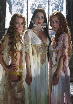 O canal de TV NBC recebeu um pedido de produção do episódio piloto de As Noivas de Drácula, do roteirista e quadrinista Roberto Aguirre-Sacasa.