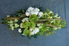 Rouwstuk Modern wit op groepen Arrangements Funéraires, Funeral Arrangements, Black Flowers, Fresh Flowers, Floral Bouquets, Floral Wreath, Casket Sprays, Grave Decorations, Funeral Tributes