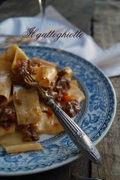 Pappardelle al sugo d'anatra (nana) all'aretina Tuscan Recipes, Italian Pasta Dishes, Carne, Crepes, Pizza, French Toast, Tuscan Food, Chicken, Meat