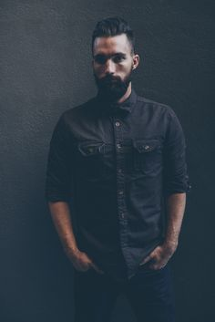 Classic American workwear with a great hairstyle and facial hair Hot Beards, Smart Casual Men, Undercut Pompadour, Beard Love, Twill Shirt, Men's Cuts, Great Hairstyles, Outfit Combinations, Well Dressed Men