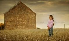 Country kids photography. Colours to wear for outdoor natural light portraits. @heymanports2.blogspot.com. Rob Heyman Photography