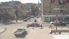 Gelin arabası yaşlı kadını böyle ezdi - http://turkyurdu.com/gelin-arabasi-yasli-kadini-boyle-ezdi/