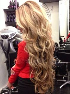Gorgeous long loose curls hairstyle inspiration on blonde hair. #curls