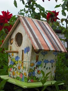65 Cool Birdhouse Design Ideas To Make Birds Easily to Nest in Your Garden 34 Bird Houses Painted, Bird Houses Diy, Painted Birdhouses, Birdhouse Designs, Bird House Kits, Bird Aviary, Bird Boxes, Kit Homes, House Painting