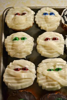 Halloween mummy cupcakes with M eyes