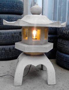 Making a concrete japanese lantern