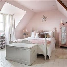 Best Bedroom Walls In Farrow And Ball S French Grey With Red 400 x 300
