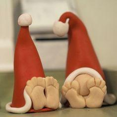 Fimotontut hyppäsivät hyllylle tuomaan joulutunnelmaa. #fimo #tonttu #elf #xmas #joulu Handmade Christmas Crafts, Christmas Ornament Crafts, Clay Ornaments, Holiday Ornaments, Holiday Crafts, Polymer Clay Miniatures, Polymer Clay Projects, Clay Crafts, Fimo Clay