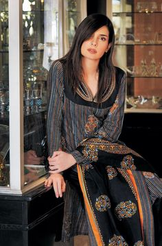 The attractive Mahnoor Baloch: An impressive American born Pakistani actress, model and film director. Mahnoor is also a Canadian national. Pakistani Models, Pakistani Actress, Pakistani Outfits, Hair Styles 2014, Beautiful Celebrities, Traditional Outfits, Looking For Women, Indian Fashion, Women's Fashion