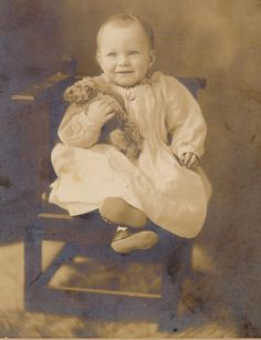 Vintage Family Photos, Vintage Children Photos, Vintage Pictures, Vintage Images, Teddy Photos, Bear Photos, Old Photos, Vintage Teddy Bears, Cute Teddy Bears