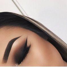 makeup, eyebrows, and eyeliner kép