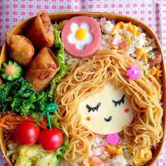 Noodles make great hair, nests, lion's manes!