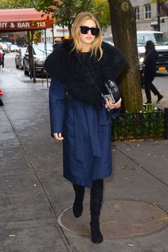 This reminds us of that time Lenny Kravitz wore a scarf the size of an entire rug store around NYC. Except not, you know? #refinery29 http://www.refinery29.com/2016/01/102185/gigi-hadid-style-pictures#slide-11