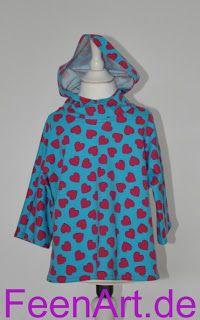 Blaues Kapuzenshirt mit Herzchen von vorne