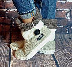 Crochet boots Uki-Crafts- Sand-Crochet Boots for the Street Folk Tribal Boots Boho 3 COLOR - Korb Sitricken Crochet Boot Socks, Crochet Slipper Boots, Knitted Slippers, Crochet Crafts, Hand Crochet, Crochet Baby, Knit Crochet, Baby Knitting, Crochet Shoes Pattern