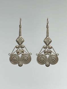 Central Asia or Iran | Earrings from the late 19th to early 20th century | Silver, fire-gilded, with embossed and twisted wire decoration