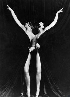 """Eleanor & Karla Gutchrlein nel film """"Il re del jazz"""" del 1930, diretto da John Murray Anderson."""