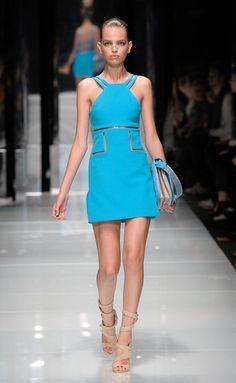 Desfile de Versace. Milán. Resumen de las mejores pasarelas de la temporada primavera-verano con fotos. vídeos, Front Row, StreetStyle 2011. Primavera-verano.
