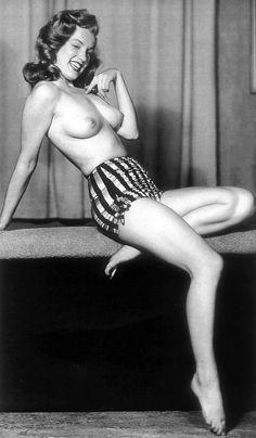 Marilyn Monroe photographed by Earl Moran, 1946.