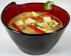 I do love a good soup, and there is not much that's yummier than a good tom kha taohu (that's coconut soup with tofu). I really need to make this.
