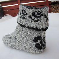 Crochet Socks, Knitted Slippers, Knit Mittens, Crochet Wool, Knitting Socks, Knitting Patterns Free, Free Knitting, Baby Knitting, Crochet Patterns