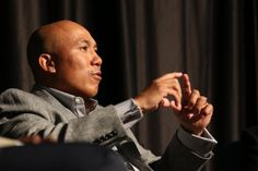 The biracial and Super Bowl MVP, Hines Ward, details his life and career as a Korean-American in the LSC Ballroom Monday night. (Photo credit: Abbie Parr)